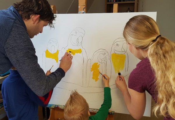 Familie workshop, Gezinsuitje, samen schilderen, schilderij maken, creatieve workshop, vrolijk schilderij maken , zwolle workshop