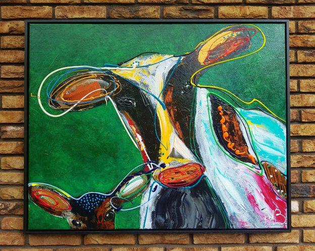 koeienkunst, kunstwerk, schilderij met koeien, vrolijke koeien, schilderij aan de muur, kunst in huis, kantoorkunst, kunst voor op kantoor, figuratief schilderij, figuratieve kunst, kleurrijk koeienschilderij, groen schilderij, moderne kunst